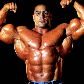 steroid muscle guy loves himself